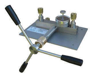 Comparator Pump - 1000 Bar  Distilled Water